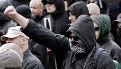 Nebezpeční 'výletníci'. Němečtí neonacisté jezdí do Česka cvičit na střelnice